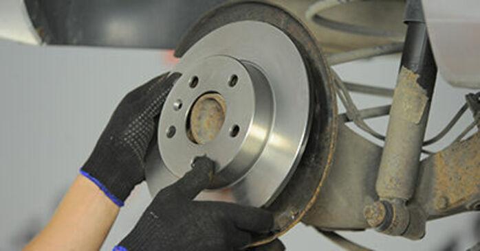 Jak wymienić Tarcza hamulcowa w OPEL Astra H Hatchback (A04) 2009: pobierz instrukcje PDF i instrukcje wideo