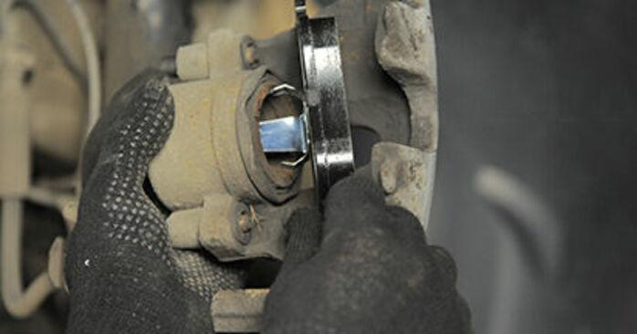 Consigli passo-passo per la sostituzione del fai da te Opel Astra h l48 2006 1.9 CDTI (L48) Pastiglie Freno