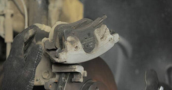 La sostituzione di Pastiglie Freno su Opel Astra h l48 2012 non sarà un problema se segui questa guida illustrata passo-passo