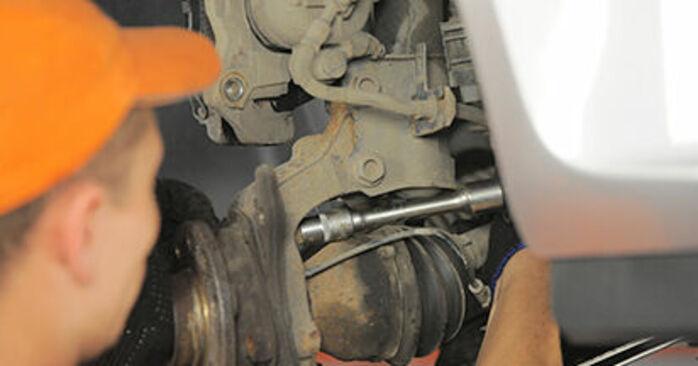 Consigli passo-passo per la sostituzione del fai da te Opel Astra h l48 2006 1.9 CDTI (L48) Cuscinetto Ruota