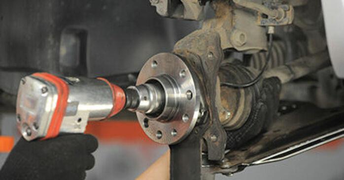 Sostituendo Cuscinetto Ruota su Opel Astra h l48 2014 1.7 CDTI (L48) da solo