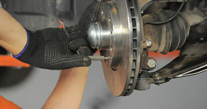 Come sostituire OPEL Astra H Hatchback (A04) 1.7 CDTI (L48) 2005 Cuscinetto Ruota - manuali passo passo e video guide