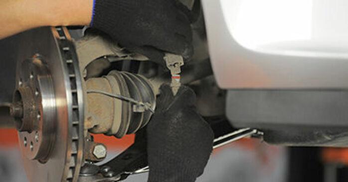 Come sostituire Cuscinetto Ruota su OPEL Astra H Hatchback (A04) 2009: scarica manuali PDF e istruzioni video