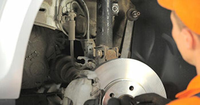 Udskiftning af Tårnleje på Opel Astra h l48 2014 1.7 CDTI (L48) ved gør-det-selv indsats