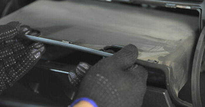 Αλλάζοντας Φίλτρο αέρα εσωτερικού χώρου σε HONDA Jazz II Hatchback (GD_, GE3, GE2) 1.4 iDSI (GE3) 2004 μόνοι σας