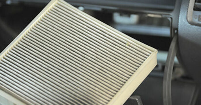 Πώς να αντικαταστήσετε Φίλτρο αέρα εσωτερικού χώρου σε HONDA Jazz II Hatchback (GD_, GE3, GE2) 2006: κατεβάστε εγχειρίδια PDF και βίντεο οδηγιών