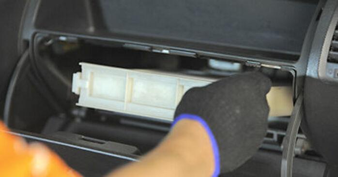 αλλαγη Φίλτρο αέρα εσωτερικού χώρου HONDA JAZZ 1.5 FF: online οδηγοί και βίντεο tutorial