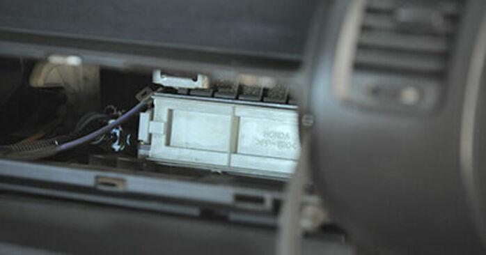 Αντικαθιστώντας μόνοι σας Φίλτρο αέρα εσωτερικού χώρου στο Honda Jazz gd 2003 1.3 (GD1)