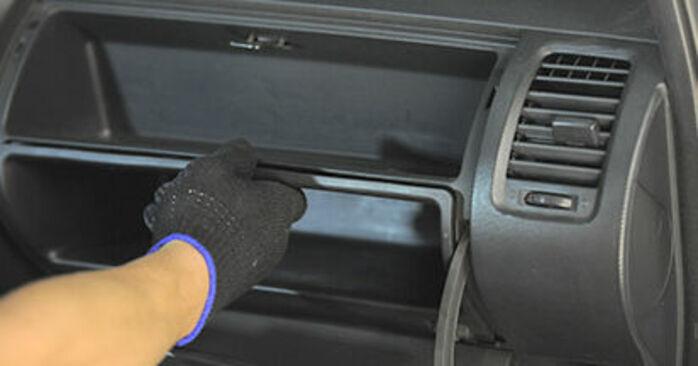 Πώς αλλαγη Φίλτρο αέρα εσωτερικού χώρου σε HONDA Jazz II Hatchback (GD_, GE3, GE2) 2005 - συμβουλές και κόλπα