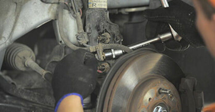 HONDA JAZZ 1.5 FF Strut Mount replacement: online guides and video tutorials