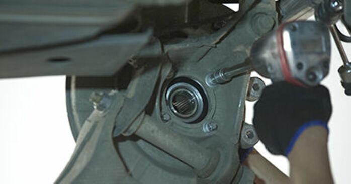 Steg-för-steg-rekommendationer för att byta BMW E60 2004 525d 3.0 Hjullager på egen hand