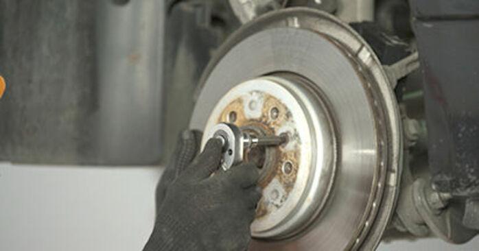 Så byter du BMW 5 Sedan (E60) 530d 3.0 2002 Hjullager – manualer och videoguider att följa steg för steg