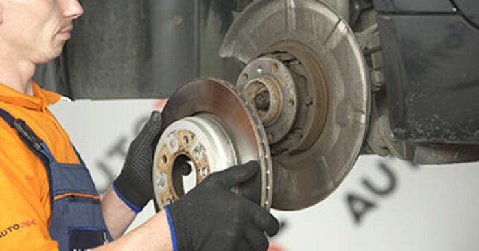 Så lång tid tar det att byta Hjullager på BMW E60 2009 – informativ PDF-manual