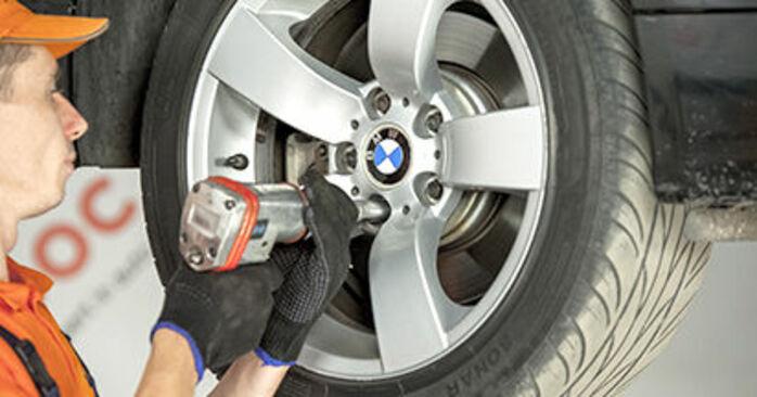Wie Querlenker BMW E60 530d 3.0 2001 tauschen - Kostenlose PDF- und Videoanleitungen