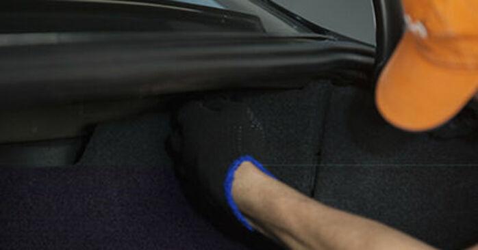 Wechseln Domlager am BMW 5 Limousine (E60) 520i 2.2 2004 selber