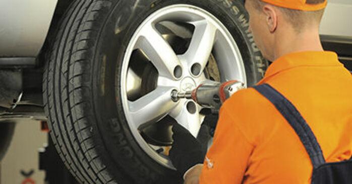 Wie Bremsscheiben Hyundai Santa Fe cm 2.2 CRDi 4x4 2005 tauschen - Kostenlose PDF- und Videoanleitungen