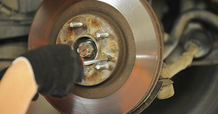 Bremsscheiben am HYUNDAI SANTA FÉ II (CM) 2.7 V6 GLS 2010 wechseln – Laden Sie sich PDF-Handbücher und Videoanleitungen herunter
