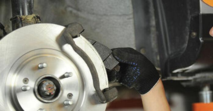 Jak trudno jest to zrobić samemu: wymień Klocki Hamulcowe w Hyundai Santa Fe cm 2.4 4x4 2011 - pobierz ilustrowany przewodnik