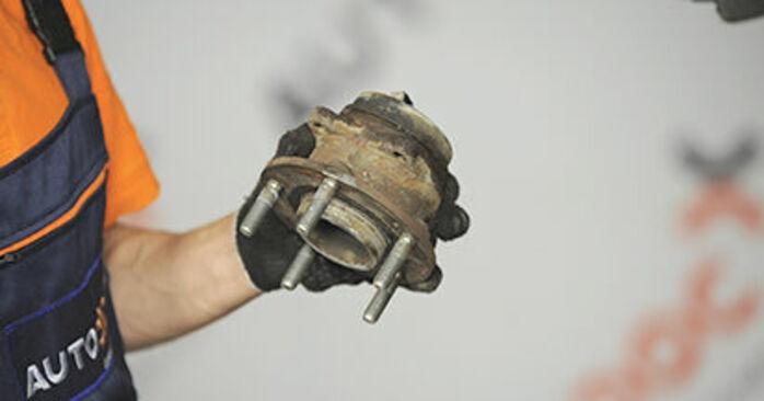Så byter du Hjullager på HYUNDAI SANTA FÉ II (CM) 2009 – tips och tricks