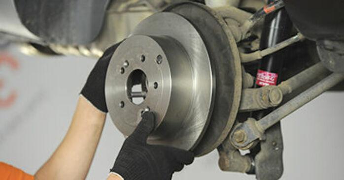 Så svårt är det att göra själv: Byt Hjullager på Hyundai Santa Fe cm 2.4 4x4 2011 – ladda ned illustrerad guide
