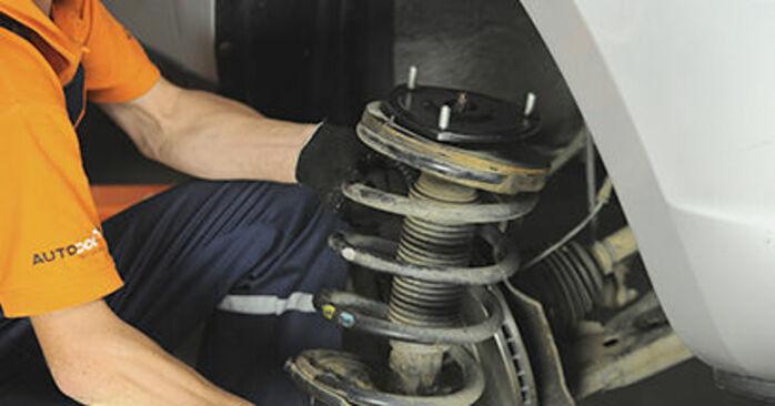 Byt Fjäderbenslagring på HYUNDAI SANTA FÉ II (CM) 2.7 V6 GLS 4x4 2008 själv