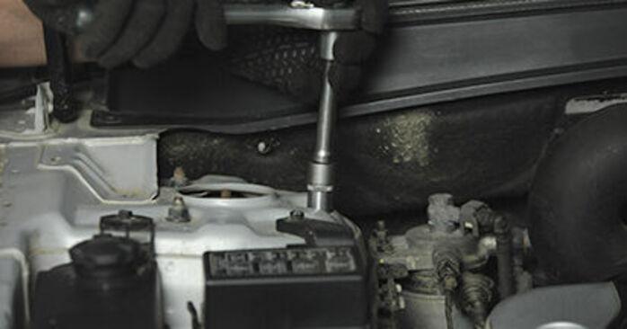 Så svårt är det att göra själv: Byt Fjäderbenslagring på Hyundai Santa Fe cm 2.4 4x4 2011 – ladda ned illustrerad guide