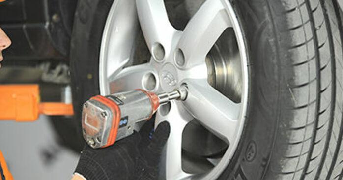 Wymiana Wahacz Hyundai Santa Fe cm 2005 - darmowe instrukcje PDF i wideo
