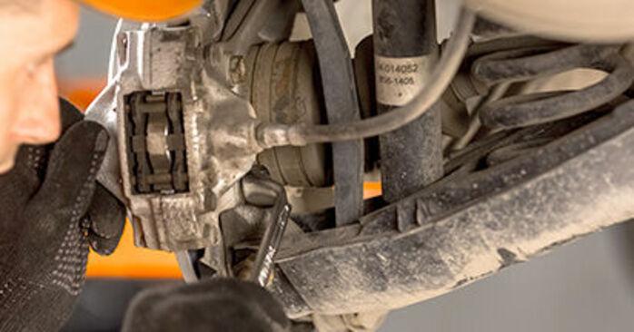 Remplacer Disques De Frein sur Mercedes W201 1992 E 2.0 (201.024) par vous-même