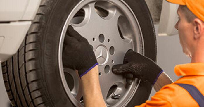 MERCEDES-BENZ 190 E 1.8 (201.018) Bremsbeläge ausbauen: Anweisungen und Video-Tutorials online