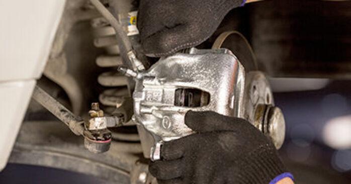 Bremssattel beim MERCEDES-BENZ 190 2.0 (201.023) 1989 selber erneuern - DIY-Manual