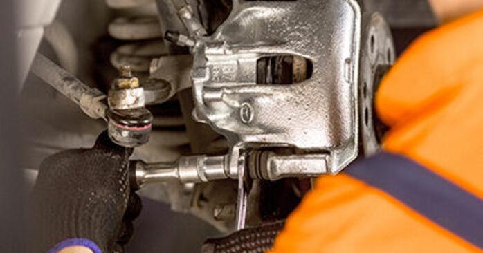 MERCEDES-BENZ 190 E 1.8 (201.018) Bremssattel ausbauen: Anweisungen und Video-Tutorials online