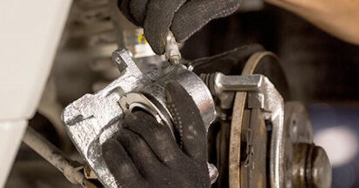 Wie schwer ist es, selbst zu reparieren: Bremssattel Mercedes W201 E 2.3 (201.028) 1988 Tausch - Downloaden Sie sich illustrierte Anleitungen