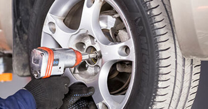 How to replace TOYOTA PRIUS Hatchback (NHW20_) 1.5 (NHW2_) 2004 Brake Calipers - step-by-step manuals and video guides