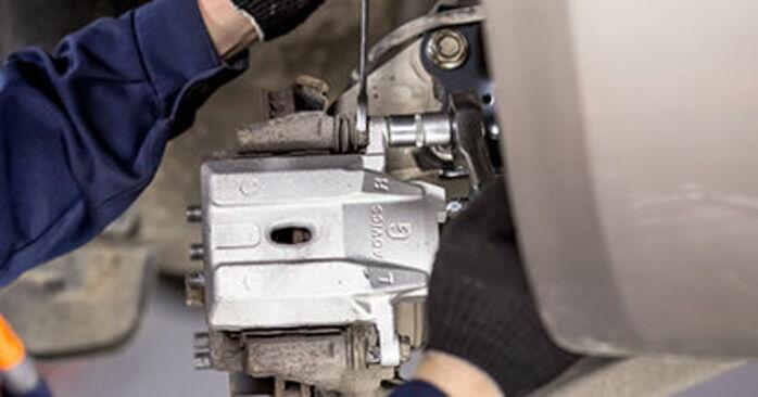 Austauschen Anleitung Bremssattel am Toyota Prius 2 2006 1.5 (NHW2_) selbst