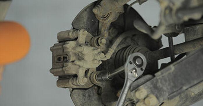 HONDA CR-V II (RD_) 2.0 2003 Bremsscheiben selbst austauschen - DIY-Anleitung online