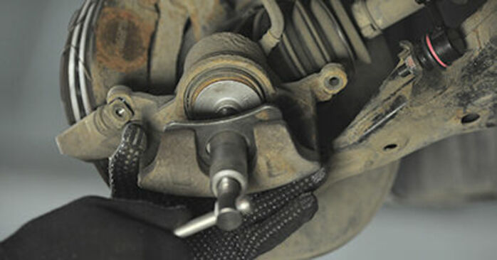 Need to know how to renew Brake Pads on HONDA CR-V ? This free workshop manual will help you to do it yourself