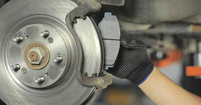 Wieviel Zeit nimmt der Austausch in Anspruch: Bremsbeläge beim Honda CR-V II 2003 - Ausführliche PDF-Anleitung