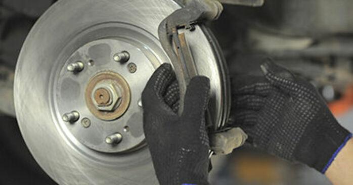 Wie man Bremsbeläge beim HONDA CR-V II (RD_) 2006 austauscht – Downloaden Sie sich PDF-Anleitungen und Video-Tutorials
