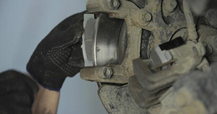 Bremsbeläge Ihres Honda CR-V II 2.0 (RD4) 2003 selbst Wechsel - Gratis Tutorial