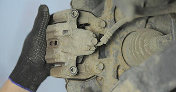 Tauschen Sie Bremsbeläge beim Honda CR-V II 2005 2.0 (RD4) selber aus