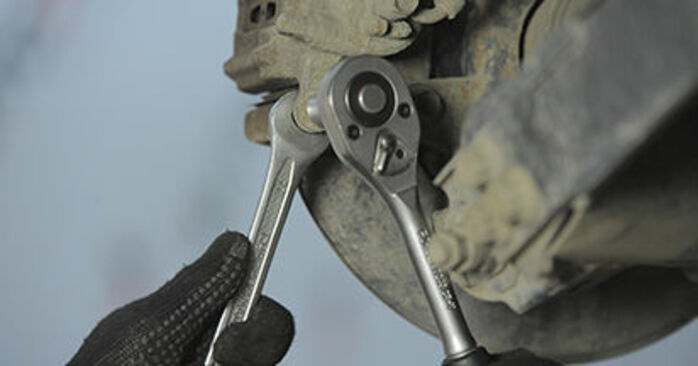 Honda CR-V II 2.2 CTDi (RD9) 2003 Bremsbeläge wechseln: Gratis Reparaturanleitungen
