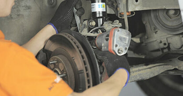 Domlager beim HONDA CR-V 2.4 4WD 2002 selber erneuern - DIY-Manual