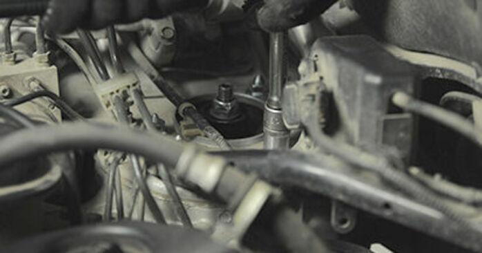 Wie HONDA CR-V 2.4 2005 Domlager ausbauen - Einfach zu verstehende Anleitungen online