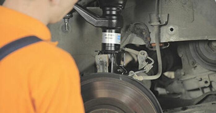 Wie schwer ist es, selbst zu reparieren: Domlager Honda CR-V II 2.4 Vtec (RD6) 2001 Tausch - Downloaden Sie sich illustrierte Anleitungen