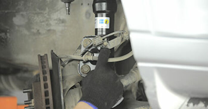 Wechseln Domlager am HONDA CR-V II (RD_) 2.4 Vtec 4WD 2004 selber