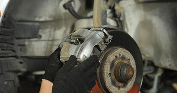 Wie MERCEDES-BENZ E-CLASS E 320 CDI 3.2 (210.026) 1999 Bremsscheiben ausbauen - Einfach zu verstehende Anleitungen online