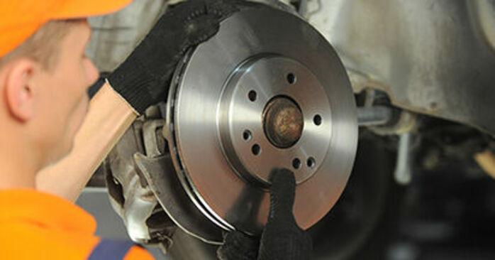 Bremsscheiben beim MERCEDES-BENZ E-CLASS E 200 CDI 2.2 (210.007) 2002 selber erneuern - DIY-Manual