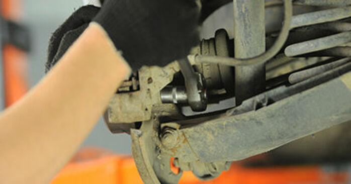 Austauschen Anleitung Bremsscheiben am Mercedes W210 1996 E 300 3.0 Turbo Diesel (210.025) selbst