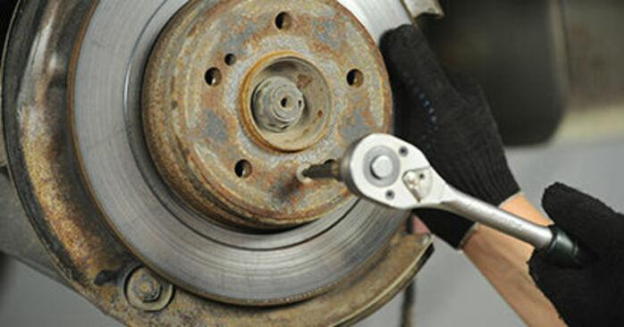 Bremsscheiben am MERCEDES-BENZ E-Klasse Limousine (W210) E 270 CDI 2.7 (210.016) 2000 wechseln – Laden Sie sich PDF-Handbücher und Videoanleitungen herunter