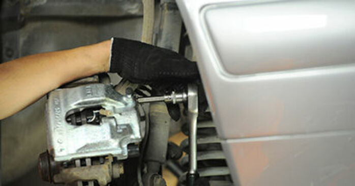 Wechseln Bremssattel am MERCEDES-BENZ E-Klasse Limousine (W210) E 290 2.9 Turbo Diesel (210.017) 1998 selber